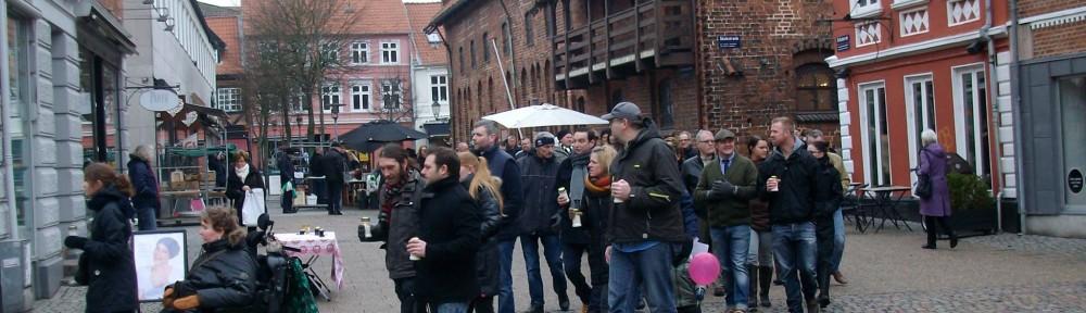 Optog i forbindelse med velfærdens begravelse den 8. februar 2014, hvor flere hundrede utilfredse randrusianere markerede deres utilfredshed med forringelser og nedskæringer, herunder især kontanthjælpsreform